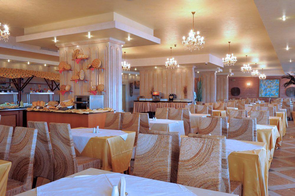 Ресторант   Хотел Роял Бей