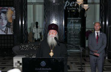 Премиерът Бойко Борисов купи картина от благотворителната изложба на Светия Синод и Сдружение