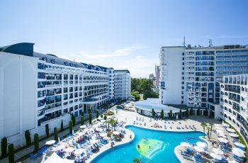 Exterior Chaika Beach Resort